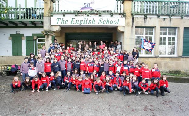 Los componentes de la Tamborrada Infantil de The English School. /