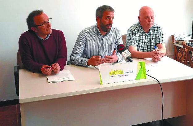 José Cayetano Díez, Jokin Melida y Dani Berasategi, en la rueda de prensa celebrada en Irungo Bilgunea. /