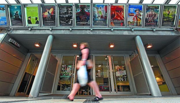 El IVA de las entradas de cine baja al 10%