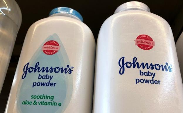 Johnson & Johnson al parecer sabía de presencia de asbesto en sus talcos