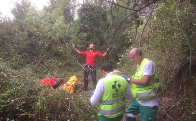 Personal de emergencia en el lugar del accidente/Sos Deiak