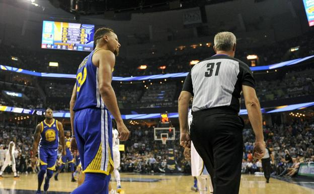 Curry, en su protestas al árbitro. /USA TODAY Sports