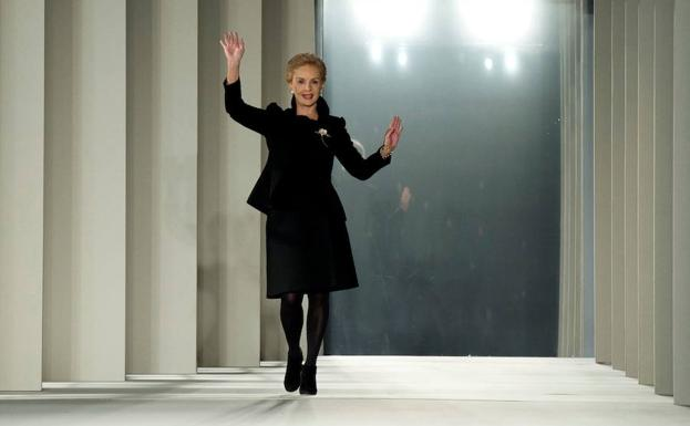 Carolina Herrera saluda. /Don EMMERT (AFP)