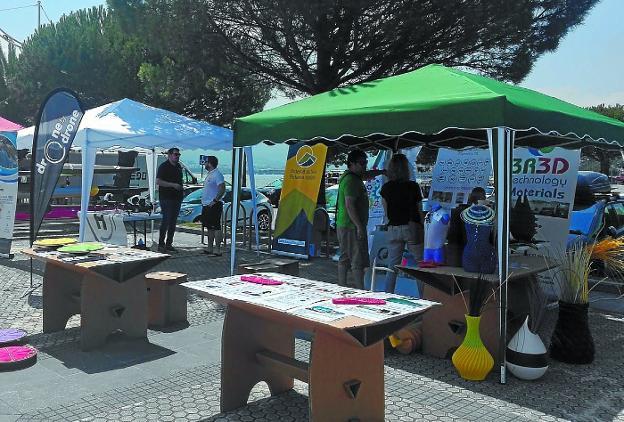 Expositores. Las diferentes empresas vascas pudieron dar a conocer sus productos el sábado./