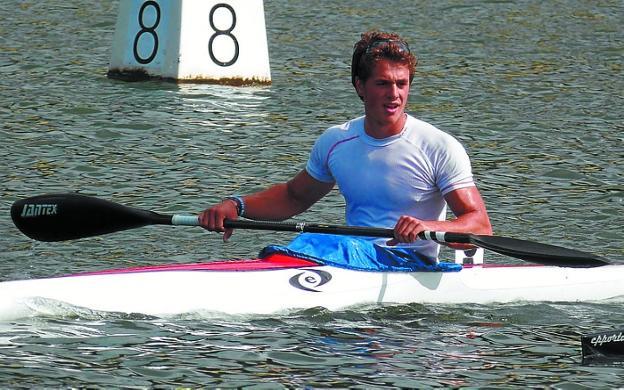 Aitor Gorrotxategi logró el bronce en K-4 en el Europeo. /
