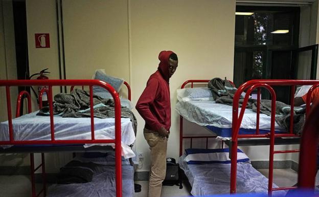 Albergue habilitado en el antiguo hospital de la plaza Urdanibía y gestionado por Cruz Roja. /Lobo Altuna