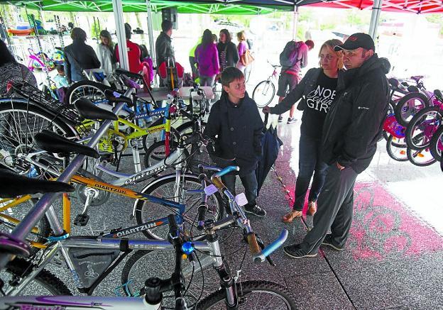 Stand de bicicletas para pequeños y mayores en la última edición de la Semana de  la Movilidad. /  F. DE LA HERA