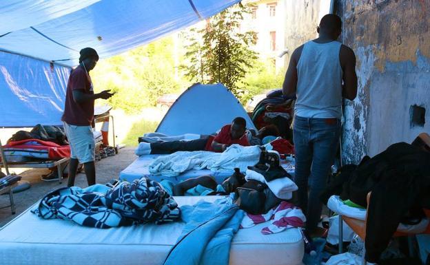Denuncian el endurecimiento de las medidas de acogida de migrantes en Irun