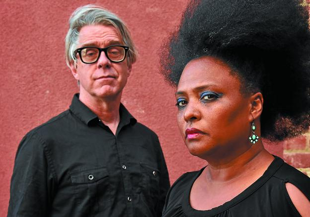 Bob Vennum y Lisa Kekaula, el núcleo duro de The BellRays./DV