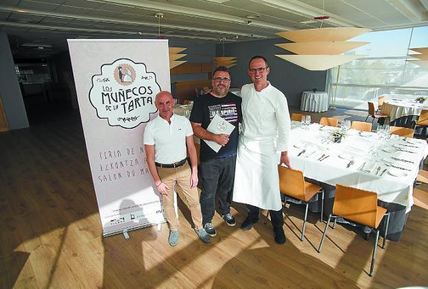 Bodas. Los organizadores Jesús Camarero y Fernando Vergara, con Iñigo Lavado./F. DE LA HERA
