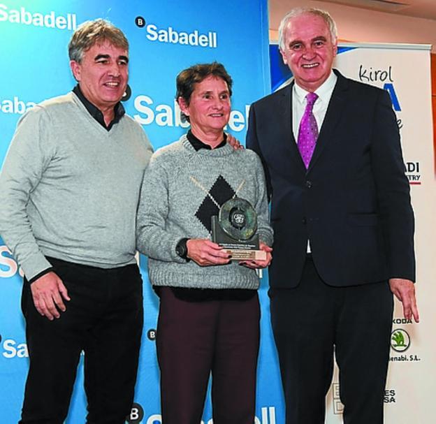Areitio, Gorrotxategi y Soto y Talavera (BAT), en la gala de la prensa deportiva. /LÓPEZ
