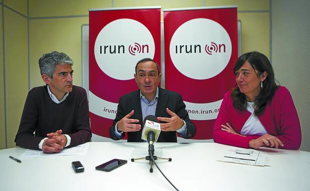 Pacto. Lander Beloki, Miguel Ángel Páez e Ismene Tapia presentaron el balance./F. DE LA HERA