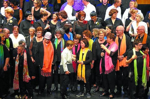 El Coro de Colores, en una actuación en el Amaia./F. DE LA HERA