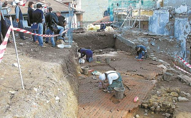 Termas de Oiasso. Se excavaron en 2002 y desde entonces están tapadas y no son visitables. / F. DE LA HERA