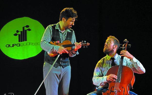 Asier Suberbiola (violín) y Uri Catalá (cello) serán los dos representantes de la formación./