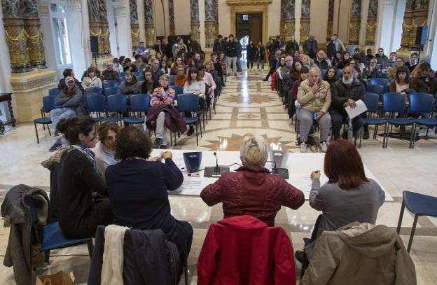 Los centros escolares desisten de optar a puestos de Santo Tomás - Diario Vasco
