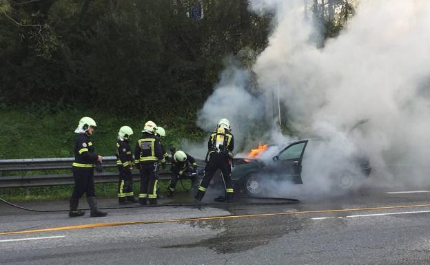 Los bomberos sofocan un incendio en un vehículo en San Sebastián - Diario Vasco