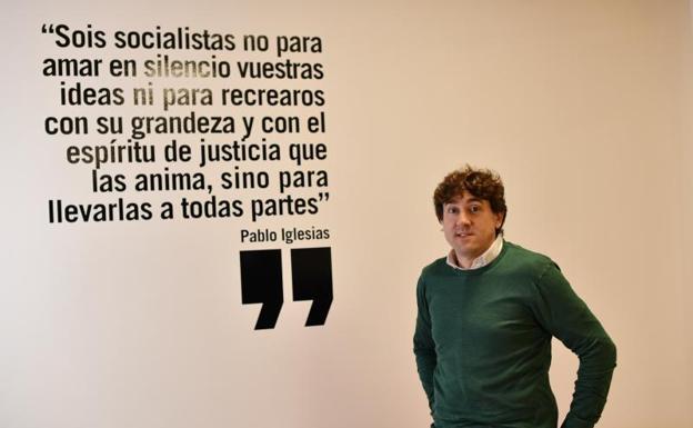 Eneko Andueza, ayer en la sede del PSE de Eibar./Félix Morquecho