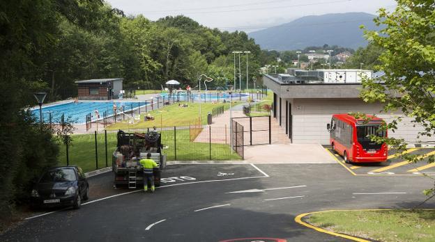 Las piscinas se abrirán también este verano, aunque con algunas restricciones de servicio, horarios y aforo. / F. DE LA HERA