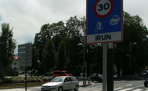 Con el primer PMUS, en 2011, algunas de las principales calles de la ciudad se limitaron a 30 y en 2013, toda la ciudad se puso a esa velocidad. / F. PORTU