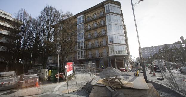 Las obras del entorno de la plaza del Ensanche avanzan a buen ritmo con la culminación de la primera fase en la calle Zuberoa. / F. DE LA HERA