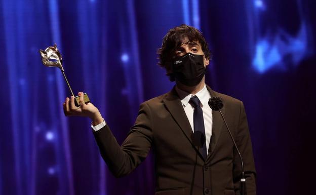 Diego San José recoge el premio este martes durante la gala./EFE