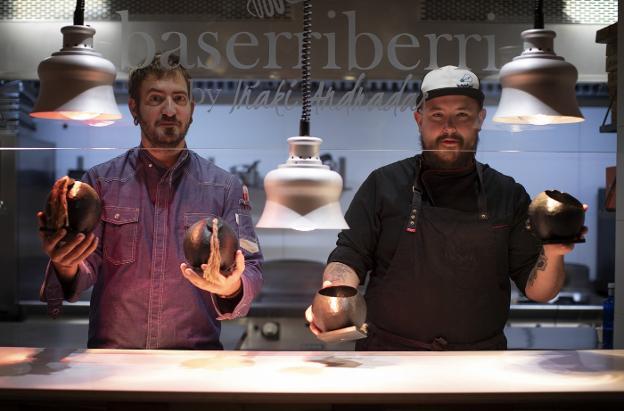 Iñaki Andradas y Luken Vigo, dos cocineros como la copa de un pino frente al Baserriberri Pamplonica.