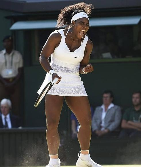 Serena Williams ha celebra uno de los tantos que ha logrado ante Maria Sharapova./