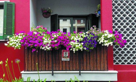 El Concurso De Decoracion Llenara De Flores Los Balcones Y Ventanas - Fotos-de-balcones-con-flores